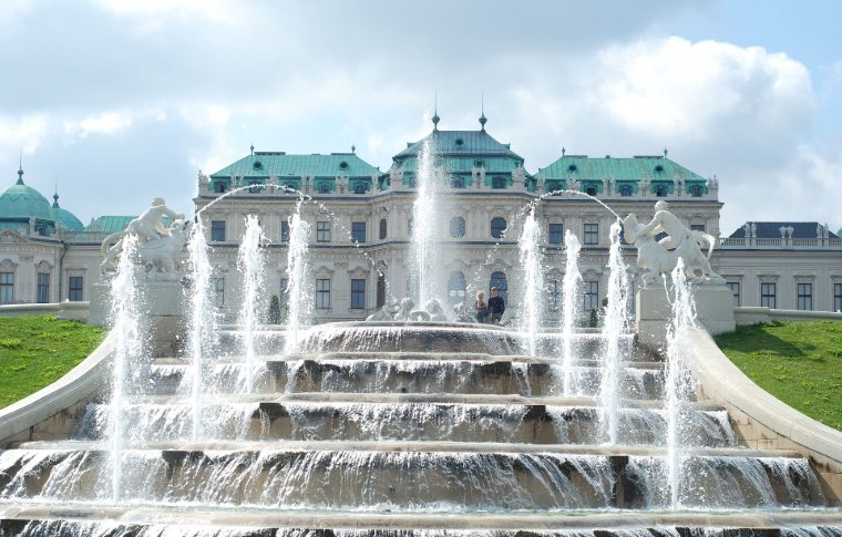 Tiered fountain in front of the Palace.