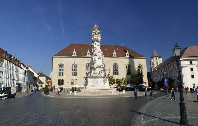 large house with towering statue in middle of roundabout
