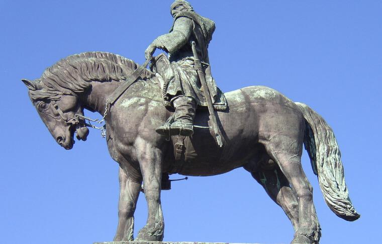 large statute of man on horse