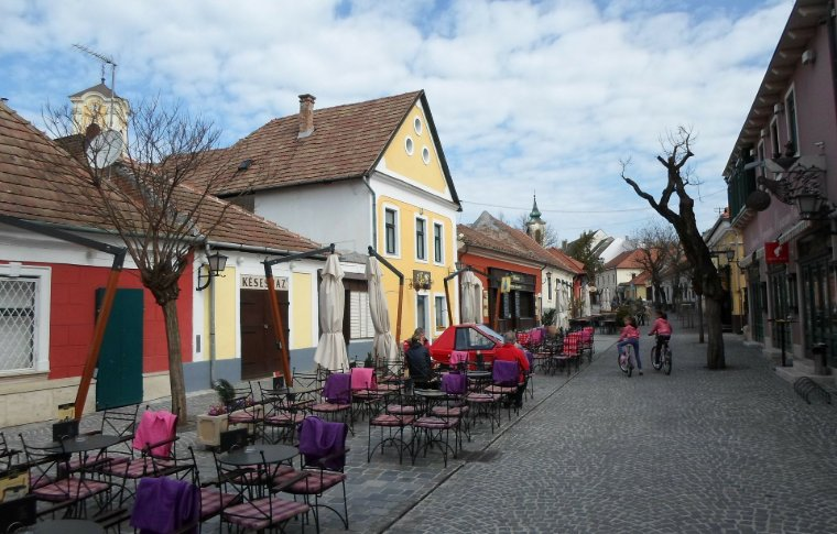 cobblestone walkway with outdoor dining