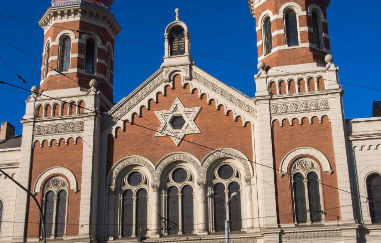 large red brick synagogue with 2 steeples