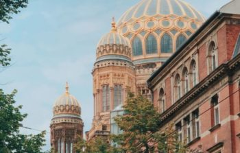 A shot of the synagogue, pastel colours.
