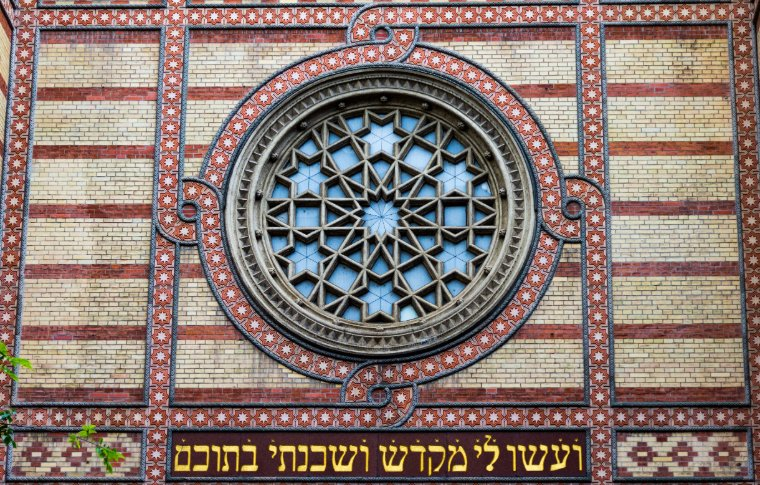 The ornate window of the Dohány Street Synagogue.