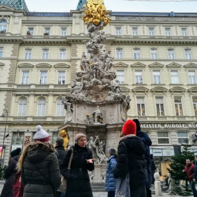 Walking tour infront of a fountain in Vienna