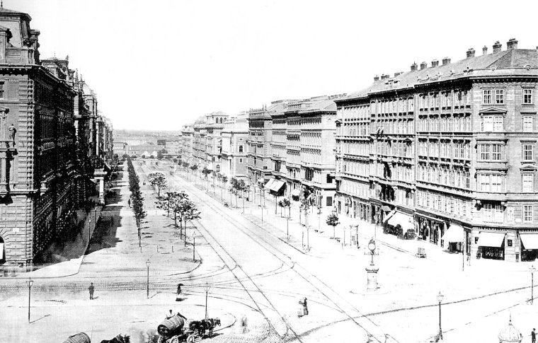 A black and white photo of the construction of avenues.