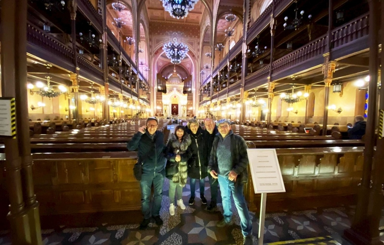 tour group visiting a synagogue in Budapest