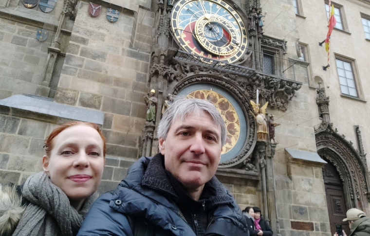 tour guides in front of Prague's famous clock